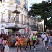 20 estabelecimentos foram autuados nesta sexta (7) no Calçadão de Pelotas